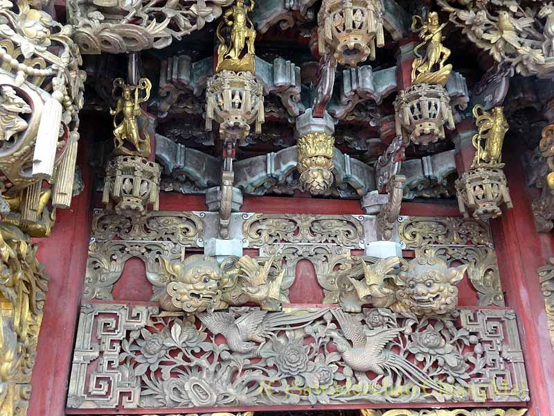 台北郊外にある三峡の清水祖師廟の堂の木彫