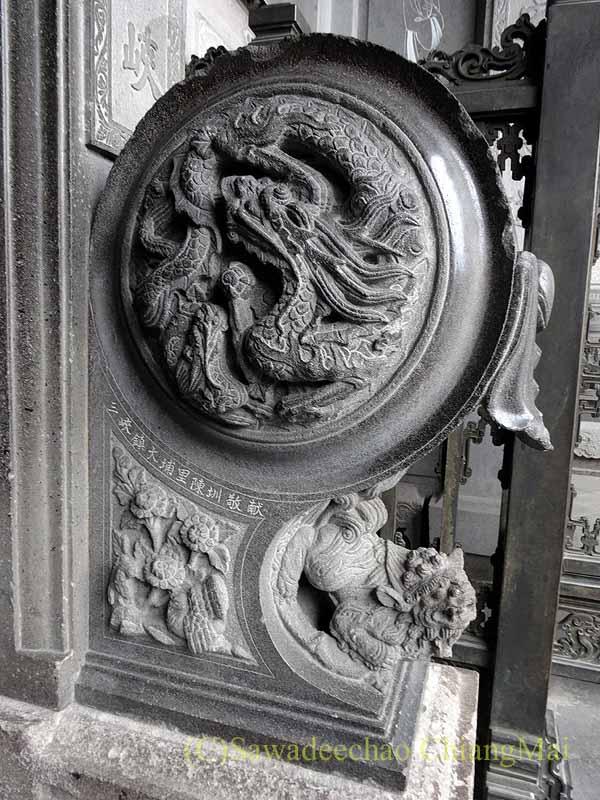 台北郊外にある三峡の清水祖師廟の堂の入口の石彫