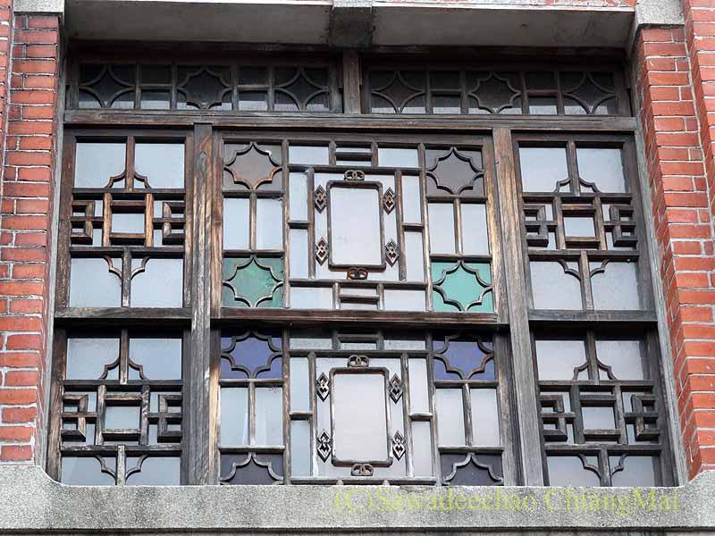 台北郊外にある三峡の三角湧老街のステンドグラス