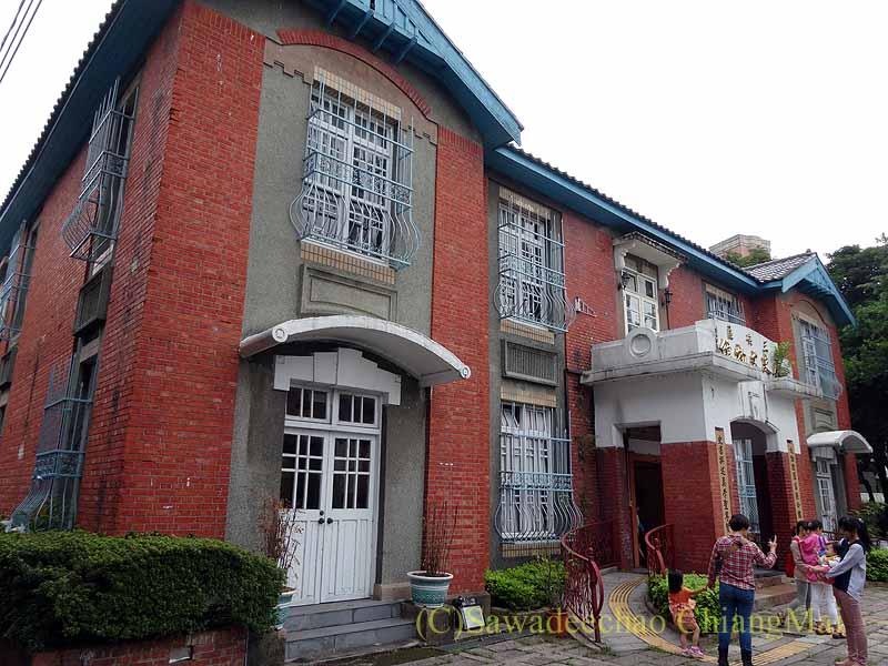 台北郊外にある三峡の三角湧老街の郵便局