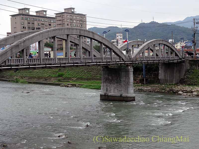 台北郊外にある古い街並みで有名な街、三峡の三峡橋概観