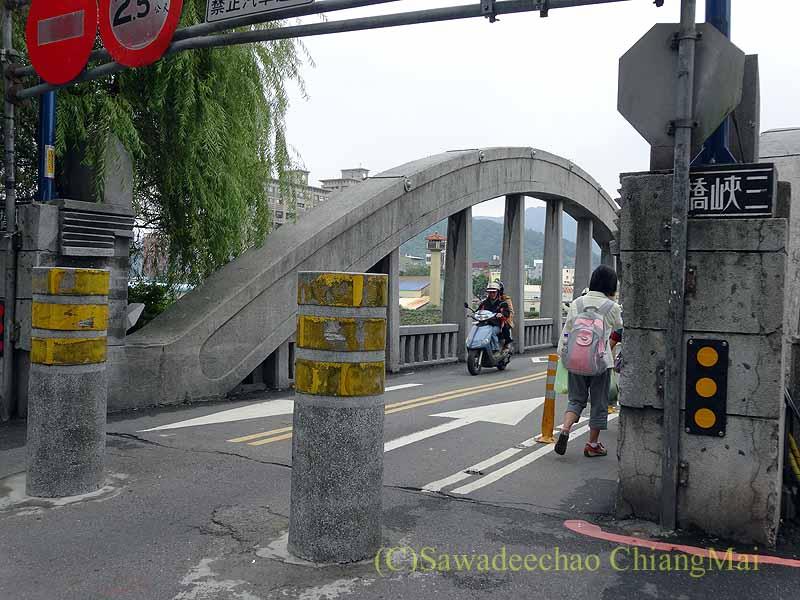 台北郊外にある古い街並みで有名な街、三峡の三峡橋のたもと