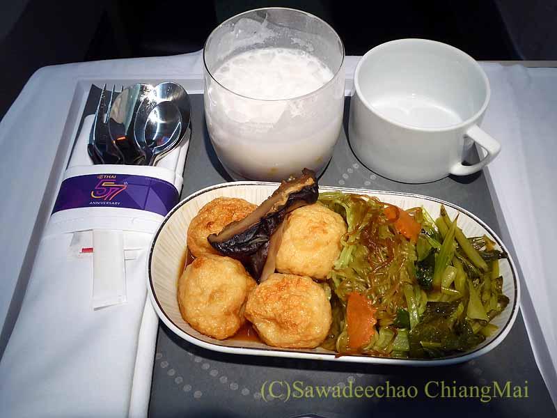 タイ国際航空TG116便のビジネスクラスで出た機内食概観