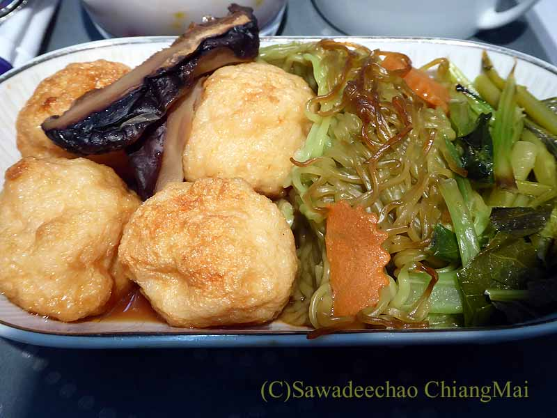 タイ国際航空TG116便のビジネスクラスで出た機内食のメインディッシュ