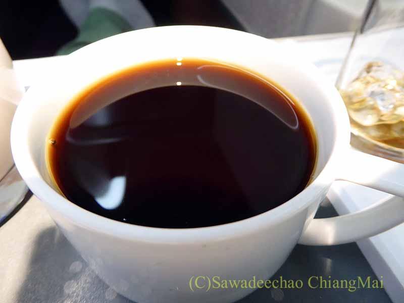 タイ国際航空TG116便のビジネスクラスで出た機内食のコーヒー