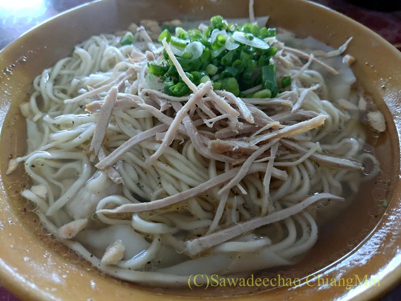 チェンラーイ県メーサローンの雲南麺餃館のワンタン麺