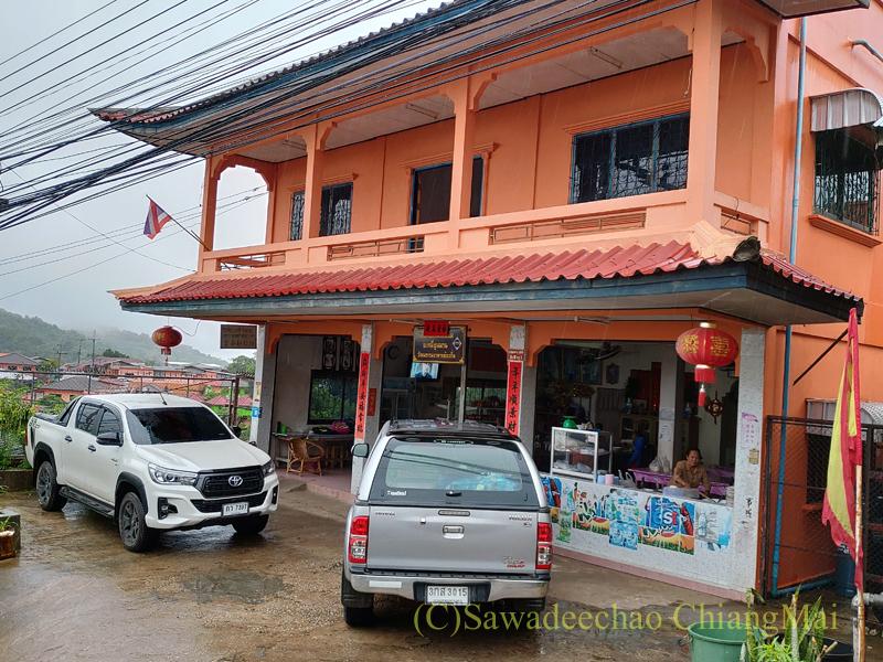 チェンラーイ県メーサローンの雲南麺餃館の外観