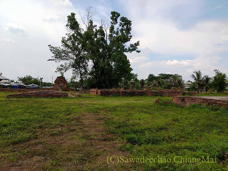 チェンマイの南隣の街にある廃寺ワットチャーンナム概観
