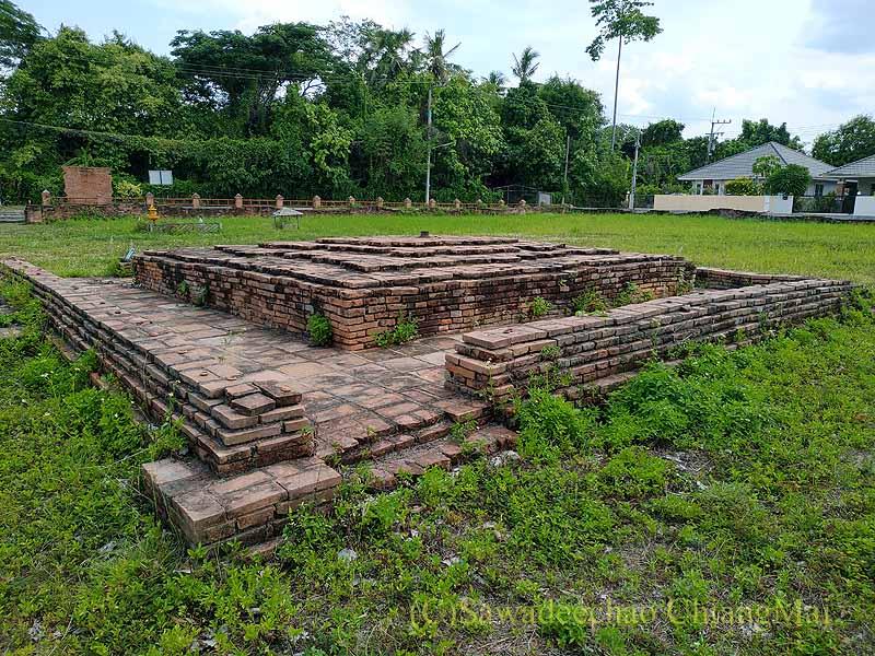 チェンマイの南隣の街にある廃寺ワットチャーンナムの仏塔