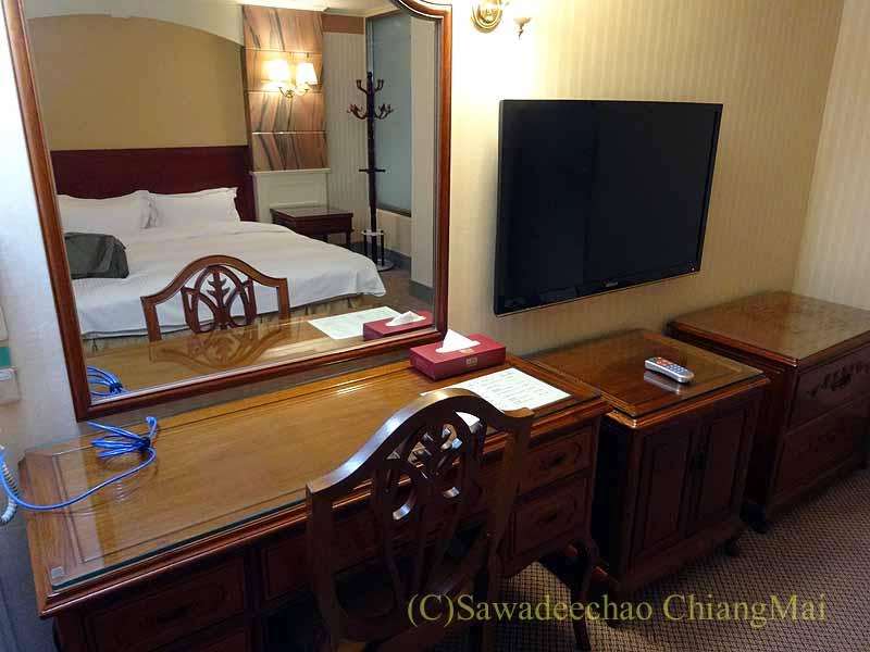 台湾の桃園にあるマジェスティホテルのデスク