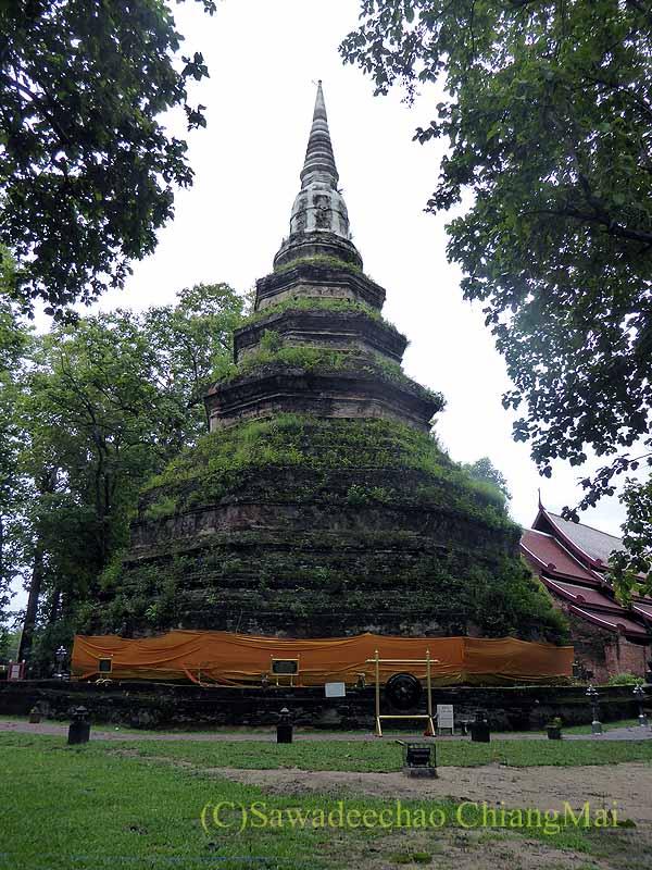 チェンセーンの寺院遺跡ワットプラタートチェディルアンの仏塔