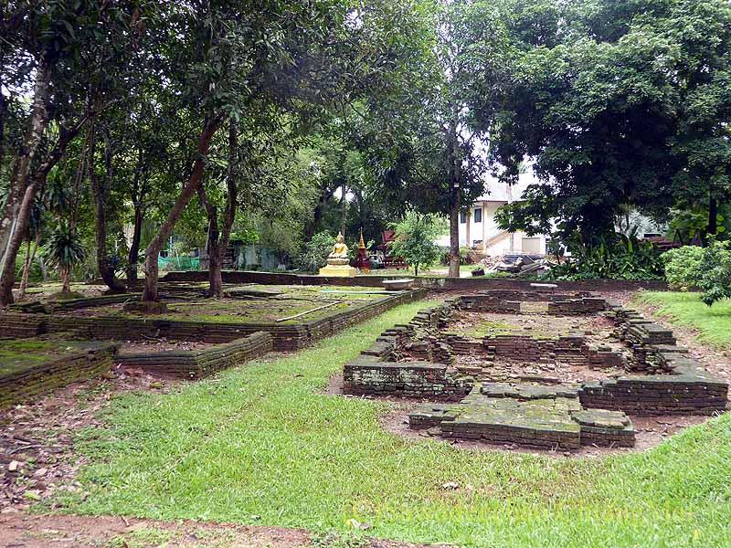 チェンセーンの寺院遺跡ワットプラタートチェディルアンの僧院
