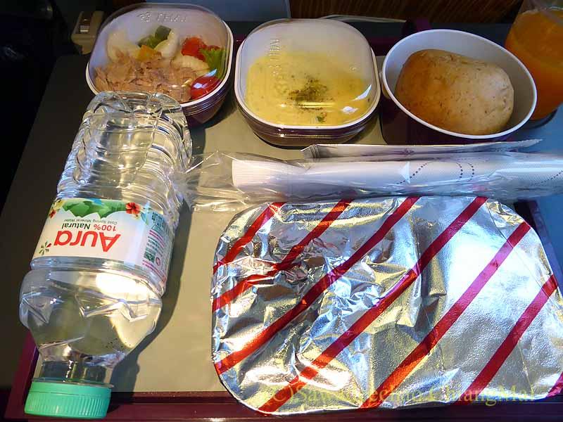タイ国際航空TG319便で出た機内食全景