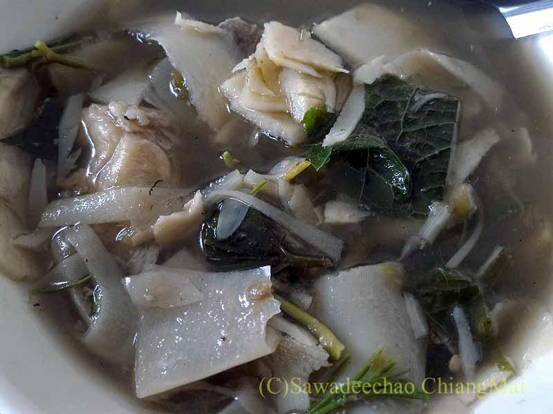 チェンマイのJJマーケット安全食品定期市で買ったタケノコのスープ