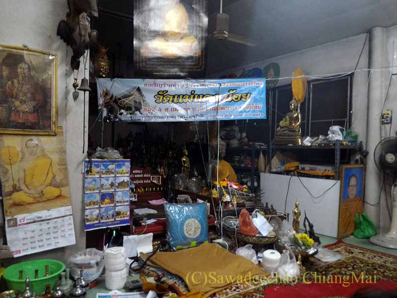 チェンマイのワットチェットヨートの僧院の部屋内部