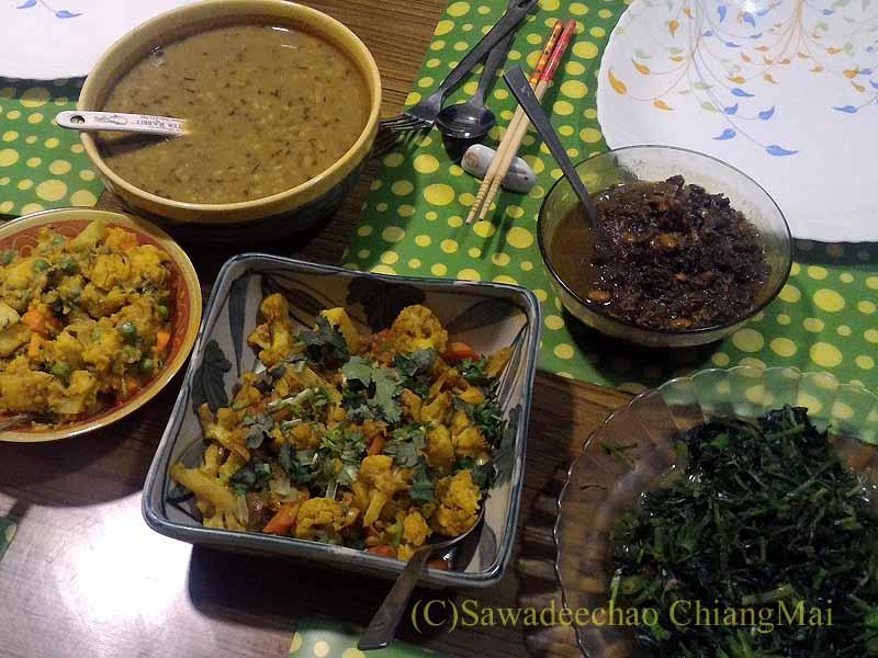 ネパール・カトマンズの一般家庭で食べたダルバート