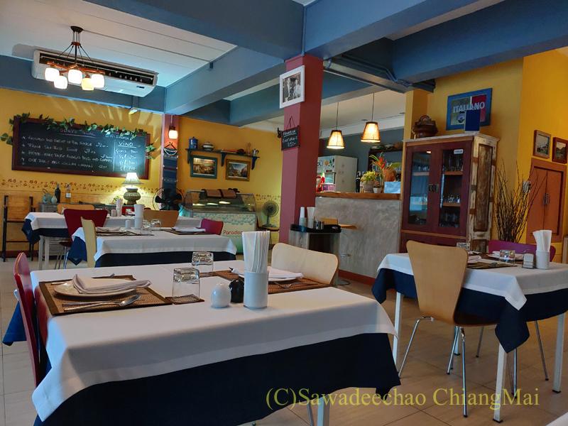 チェンマイにあるレストラン、リトルイタリーガーデンの店内概観